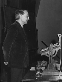 Professor_Michael_Oakeshott,_1964 (2)