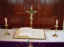Altar_and_bible_st_Johns_Lutheran