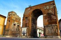 """The Arch of Hadrian in Capua stands as a reminder of Roman conquest. """"Arco di Adriano"""" by Nicola D'Orta - Own work."""