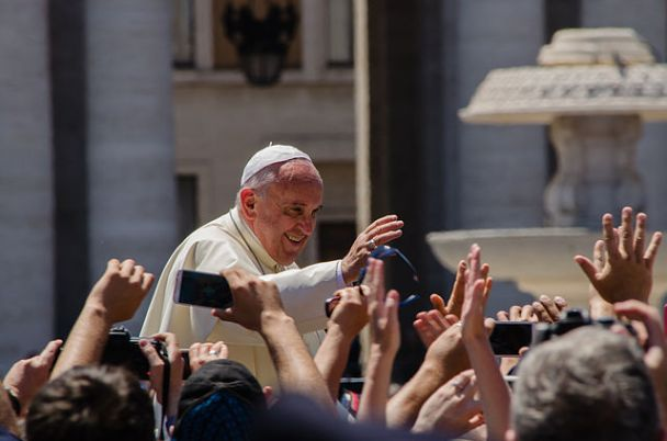 """""""Pope Francis Photo 2"""" by Alfredo Borba - Own work. Licensed under CC BY-SA 4.0 via Wikimedia Commons."""