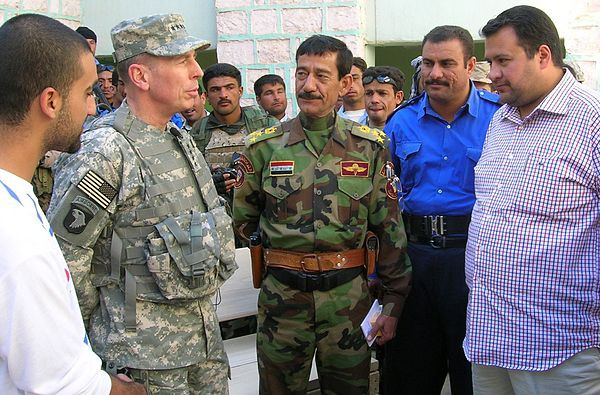 General Petraus with Iraqi soldiers and civilians in 2007.